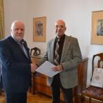 ректор Адам Мијак са проф. Димитријем Пецићем, деканом Факултета ликовних уметности