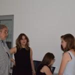 проф. мр Зоран Ерић, ректор Универзитета уметности са студентима